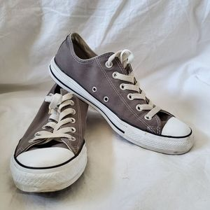 Chuck Taylor Classic Ox Converse Sneaker size 8